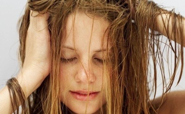 cuidados com cabelos oleosos: o que fazer?