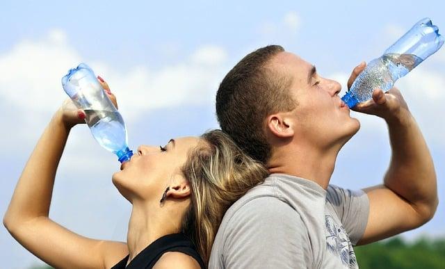 hidratacao e agua saudavel para pele